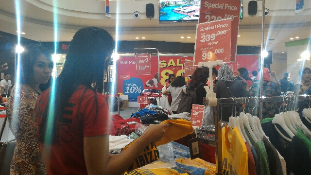 Pesta diskon hanya di Hush Puppies